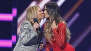 Ana María Polo sorprendió al besar a actriz en losBillboard
